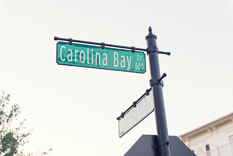 Carolina Bay At Autumn Hall Street Sign - Garden Flat